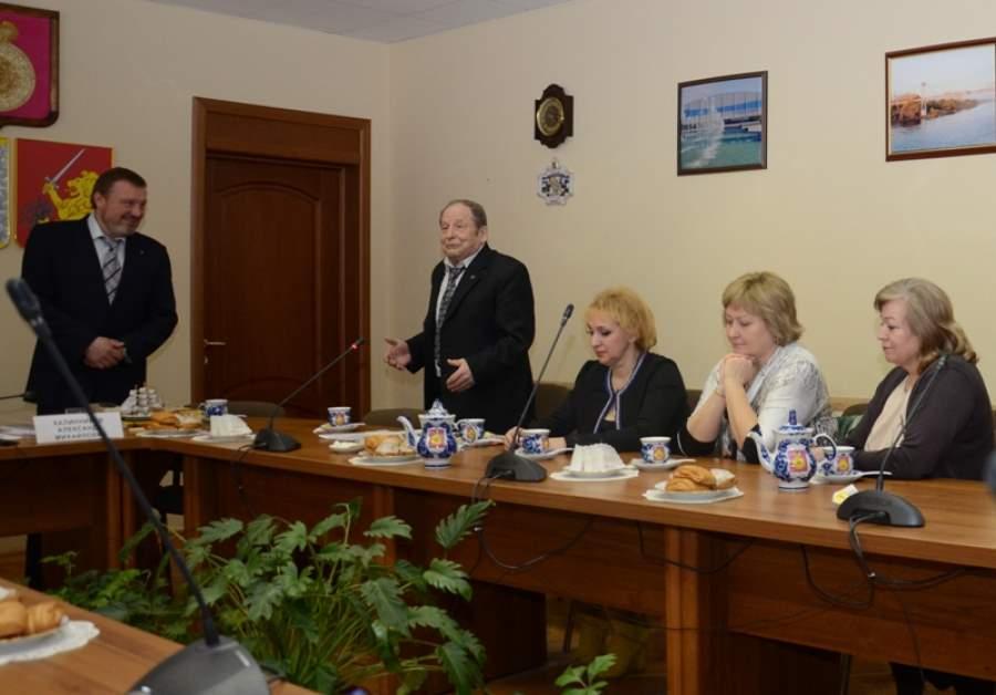 Литераторы рассказали главе района о визите в Болгарию