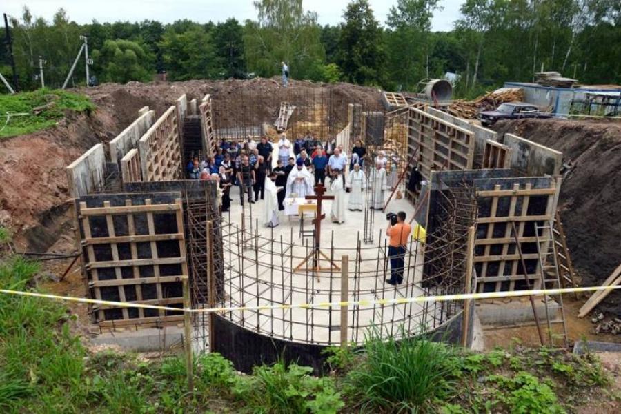 Заложен первый камень в Никольский храм д. Расловлево на Пуковой горе