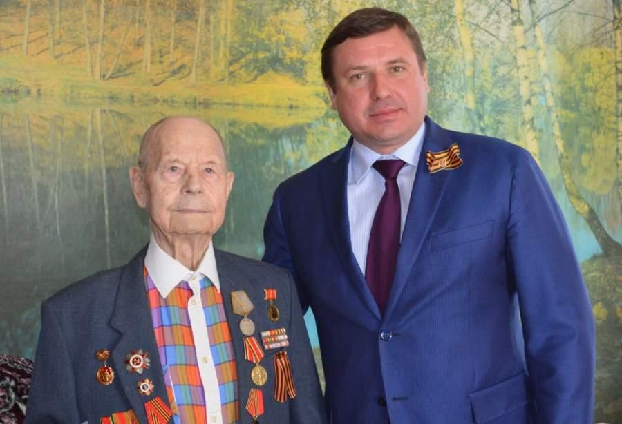 Евгений Аксаков поздравил ветеранов Хорлово с Праздником победы!