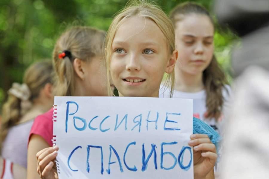Детей украинских беженцев принимают в российские школы