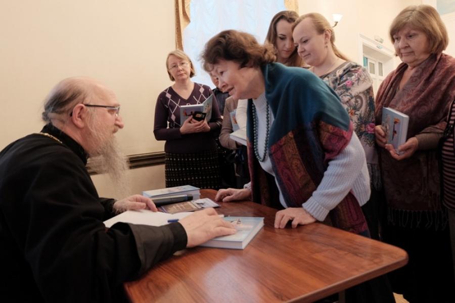 Книги протоиерея Алексия Крылова о двух удивительных святынях Воскресенского края