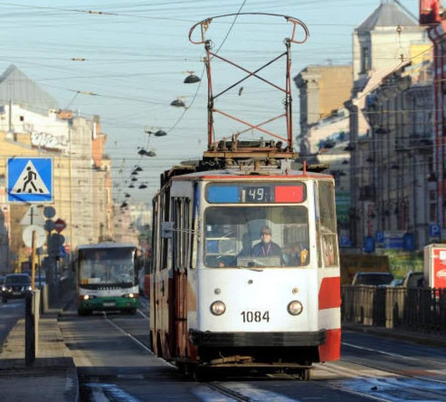 "У метро ""Бауманская"" отменяют остановки трамваев"