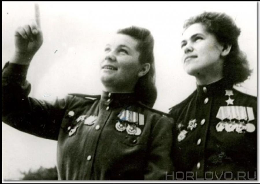 Лётному полку Евдокии Бершанской посвящена песня «Нецелованный полк»